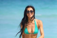 Metisha Schaefer Shows Off Her Bikini Body