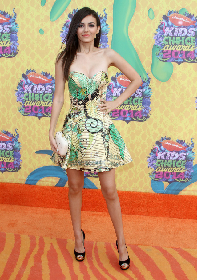 Is This Victoria Justices Nipple at the Kids Choice
