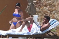 Kourtney Kardashian Showing Off Her Sexy Bikini Body