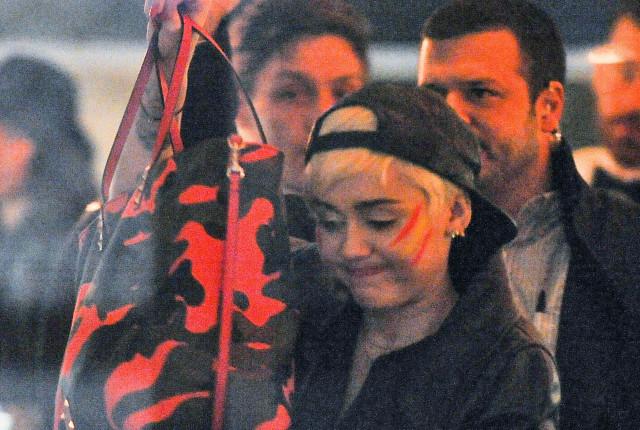 dick sucks Miley cyrus black