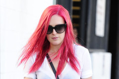 Rumer Willis Goes Bright Pink At The Salon