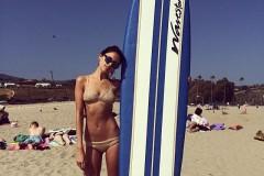 eiza-gonzalez-surf