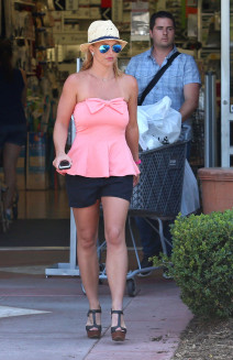 Britney Spears Out Shopping At Bed, Bath & Beyond
