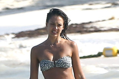 Jessica Alba Shows Off Her Bikini Body In Mexico