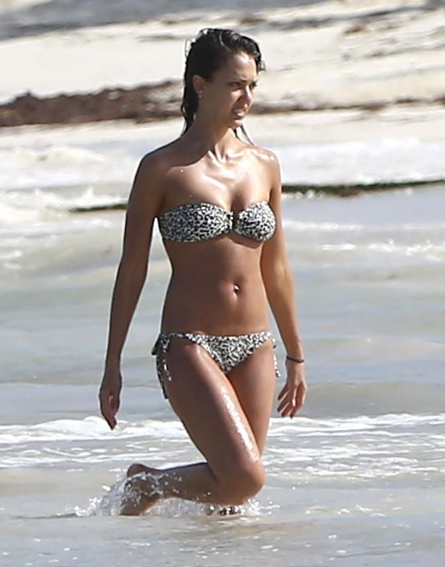 Jessica Alba Bikini Bodies Pic 18 of 35