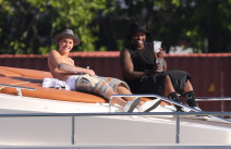 Justin Bieber Goes Yachting With Friends In Miami