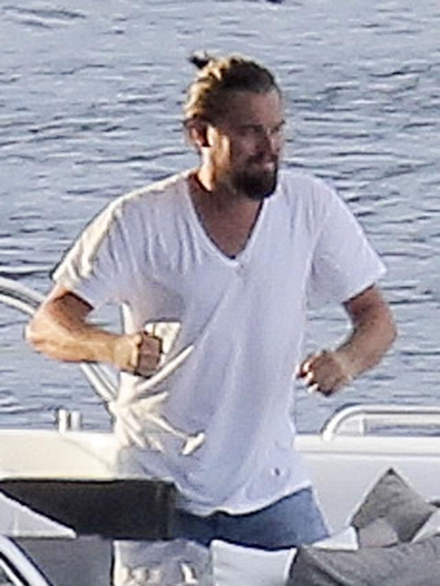 Leo DiCaprio Karate Ki... Leonardo Dicaprio