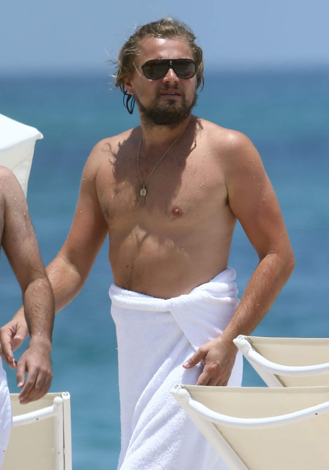 Leonardo DiCaprio Spends The Day At The Beach   185204   Photos   The ... Leonardo Dicaprio