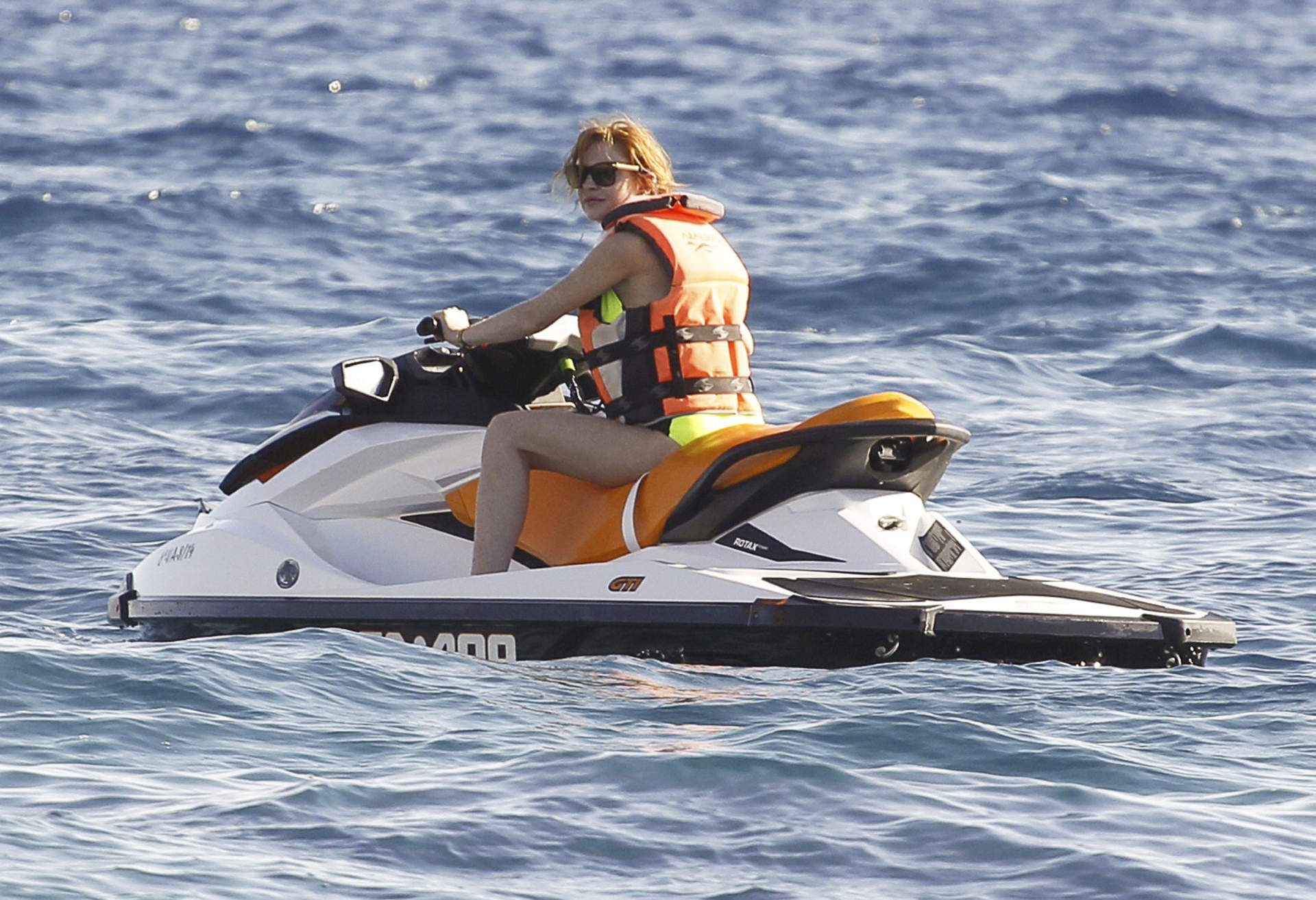 lindsay lohan goes jet skiing in ibiza 185843 photos the blemish. Black Bedroom Furniture Sets. Home Design Ideas