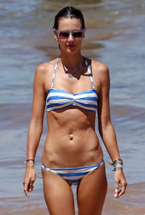 Alessandra Ambrosio & Family Enjoy A Day At The Beach In Maui