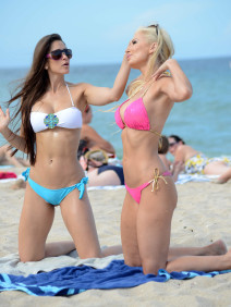 Ana Braga & Anais Zanotti Show Off Their Bikini Bodies In Miami