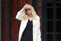 Courtney Leaving Her NYC Hotel