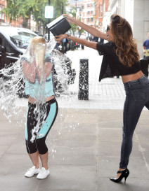 Nicole Scherzinger Helps A Fan With ALS Ice Bucket Challenge