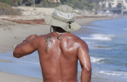 Cuba Gooding Jr. Enjoys Labor Day On The Beach