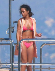Rihanna Goes Yachting With Friends In Cannes