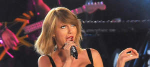 Taylor Swift Performing On 'Jimmy Kimmel Live!'