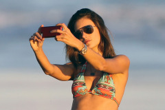 Alessandra Ambrosio & Family Enjoy A Day On The Beach