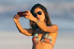 Alessandra Ambrosio & Family Enjoy A Day On The Beach