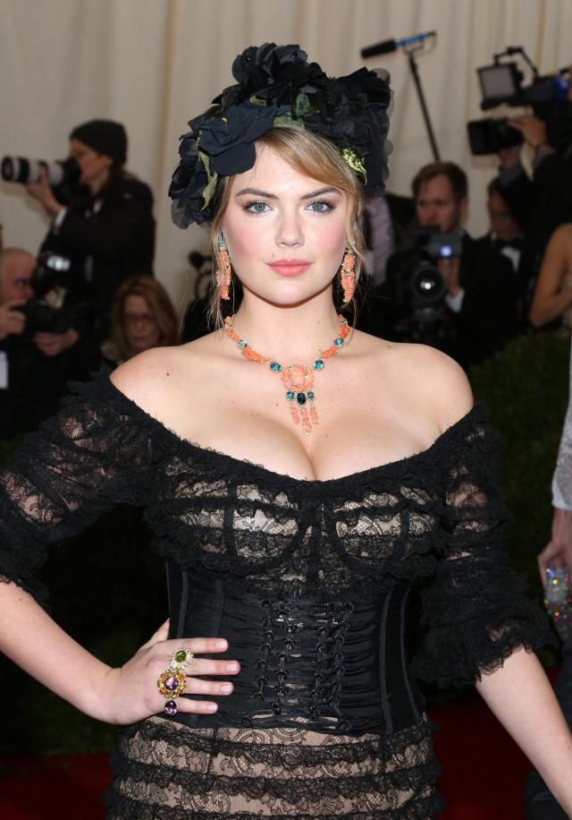 Kate Upton Charles James: Beyond Fashion Costume Institute Gala