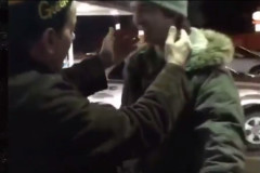 Charlie Sheen kisses Green Bay Packers fan