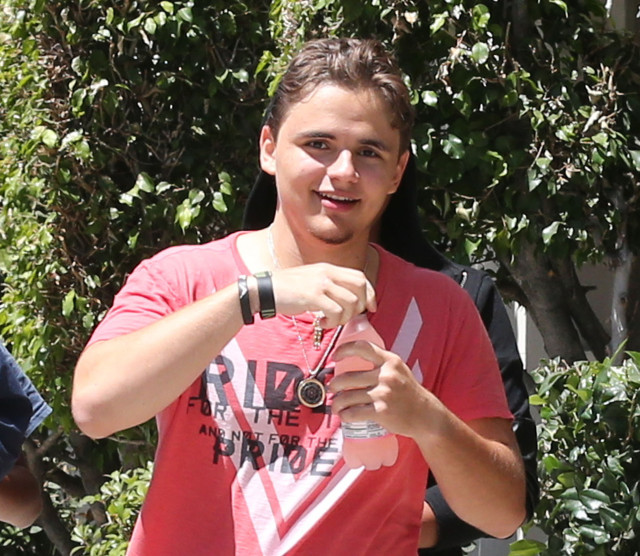 Prince Jackson Records with Justin Bieber Hangs with Floyd Mayweather