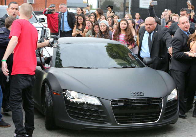 Justin Bieber Shows Off His Blonde Hair At West Coast - Hairstyle Pictures