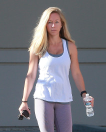 Barefaced Beauty Kendra Wilkinson Hits The Gym