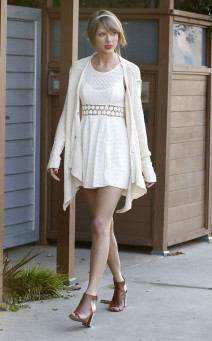 Taylor Swift Out And About In Venice Beach