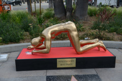 Street artist creates controversial Oscars statue snorting cocaine