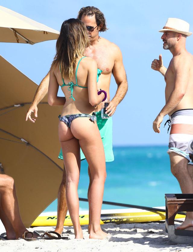 locklear nude heather Bikini