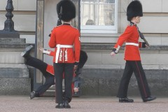 Buckingham-Palace-guard-slips-and-falls-in-front-of-hundreds-of-tourists