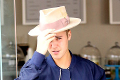 51719602 Pop star Justin Bieber enjoys some sibling bonding time at Duff's Cakemix with his sister Jazmyn on April 23, 2015 in Los Angeles, California. Justin, who recently chopped off his long locks, was accompanied by his gal pals Hailey Baldwin and Kendall Jenner. FameFlynet, Inc - Beverly Hills, CA, USA - +1 (818) 307-4813