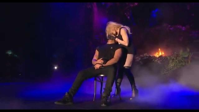 Madonna-KISSES-Drake-live-at-Coachella-2015