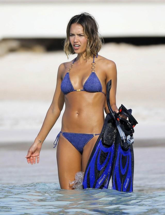 Sarah nude snorkeling 2 - 5 3