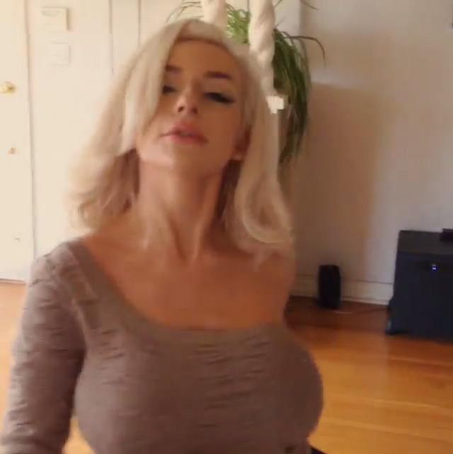 Courtney Stodden Buddy Holly Dance