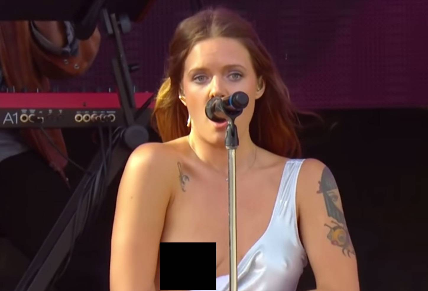 The Celebrity Oops Digest: Tove Lo tittie flash