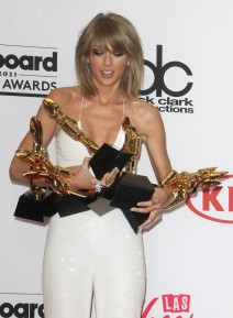51745530 The 2015 Billboard Music Awards-Press Room- held at The MGM Grand Arena in Las Vegas, Nevada on 5/17/15.  The 2015 Billboard Music Awards-Press Room- held at The MGM Grand Arena in Las Vegas, Nevada on 5/17/15. Taylor Swift FameFlynet, Inc - Beverly Hills, CA, USA - +1 (818) 307-4813