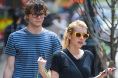 emma-roberts-evan-peters