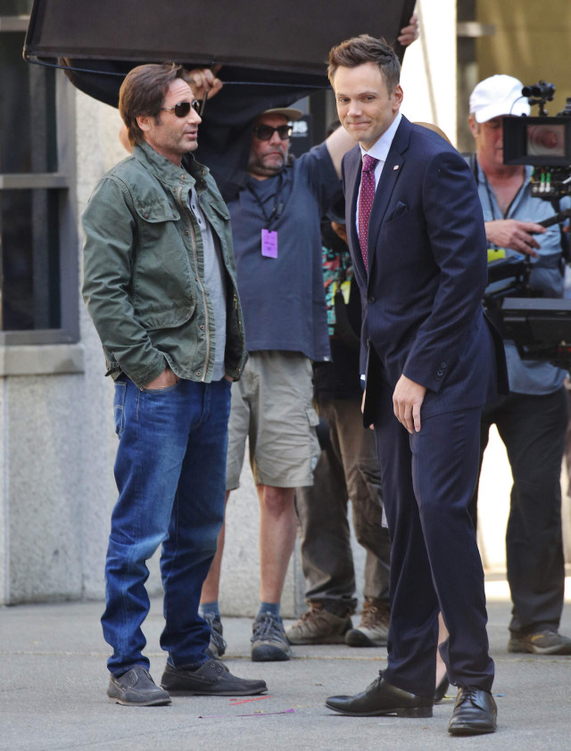 51768713 Actors Gillian Anderson and David Duchovny are spotted on the set of 'The X-Files' filming in Vancouver, Canada on June 9, 2015. 'The X-Files' returns for six new episodes this coming January on Fox. Also on set was series creator Chris Carter and actor Joel McHale. FameFlynet, Inc - Beverly Hills, CA, USA - +1 (818) 307-4813
