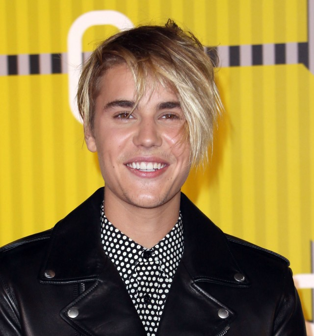 Did A Blind Stylist Do Justin Biebers Hair Here He Looks Like Cross Between Ellen DeGeneres And Either Girl From The Band Tegan Sara