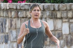 "51838816 Newlywed Jennifer Aniston films a workout scene for her new movie ""Mother's Day"" in Atlanta, Georgia on September 1, 2015. Jennifer, having just returned from her honeymoon with her new husband Justin Theroux, will be joining fellow A-Listers Julia Roberts and Kate Hudson in this ensemble film. FameFlynet, Inc - Beverly Hills, CA, USA - +1 (818) 307-4813"