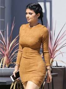51864118 Reality star Kylie Jenner is spotted at Smashbox Studios in Culver City, California on September 29, 2015. Earlier this month, the 'Keeping Up with the Kardashians' star debuted another video for Estee Lauder beauty products. FameFlynet, Inc - Beverly Hills, CA, USA - +1 (818) 307-4813