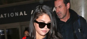 51864169 Actress and singer Selena Gomez arriving on a flight at LAX airport in Los Angeles, California on September 29, 2015. Selena is returning from a getaway in Paris, France. FameFlynet, Inc - Beverly Hills, CA, USA - +1 (818) 307-4813