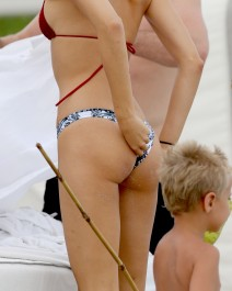 51882360 Singer Robin Thicke, his son Julian and his girlfriend April Love Geary enjoying a day at the beach in Miami, Florida on October 17, 2015. Robin has recently denied rumors that him and April are engaged to be married. **NO LATIN AMERICA/NO SPAIN/NO PORTUGAL** FameFlynet, Inc - Beverly Hills, CA, USA - +1 (818) 307-4813 RESTRICTIONS APPLY: SEE CAPTION FOR RESTRICTIONS