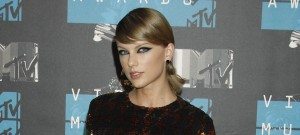 51837604 Celebrities attend the 2015 MTV Video Music Awards at the Microsoft Theatre in Los Angeles, California on August 30, 2015. Celebrities attend the 2015 MTV Video Music Awards at the Microsoft Theatre in Los Angeles, California on August 30, 2015. Pictured: Taylor Swift FameFlynet, Inc - Beverly Hills, CA, USA - +1 (818) 307-4813