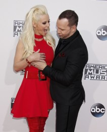 51915931 Celebrities arriving at the 2015 American Music Awards at Microsoft Theater on November 22, 2015 in Los Angeles, California. Celebrities arriving at the 2015 American Music Awards at Microsoft Theater on November 22, 2015 in Los Angeles, California.  Pictured: Jenny McCarthy, Donnie Wahlberg FameFlynet, Inc - Beverly Hills, CA, USA - +1 (818) 307-4813