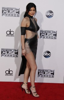 51915956 Celebrities arriving at the 2015 American Music Awards at Microsoft Theater on November 22, 2015 in Los Angeles, California. Celebrities arriving at the 2015 American Music Awards at Microsoft Theater on November 22, 2015 in Los Angeles, California.  Pictured: Kylie Jenner FameFlynet, Inc - Beverly Hills, CA, USA - +1 (818) 307-4813