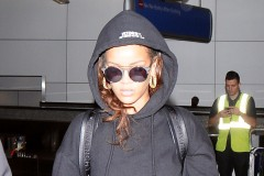 51872062 Singer Rihanna is seen arriving on a flight at LAX airport in Los Angeles, California on October 6, 2015. Rihanna was returning from Paris where she has been attending Paris Fashion Week. FameFlynet, Inc - Beverly Hills, CA, USA - +1 (818) 307-4813