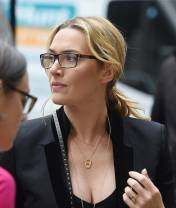 Kate Winslet cant autograph her nude Titanic pic - Movies
