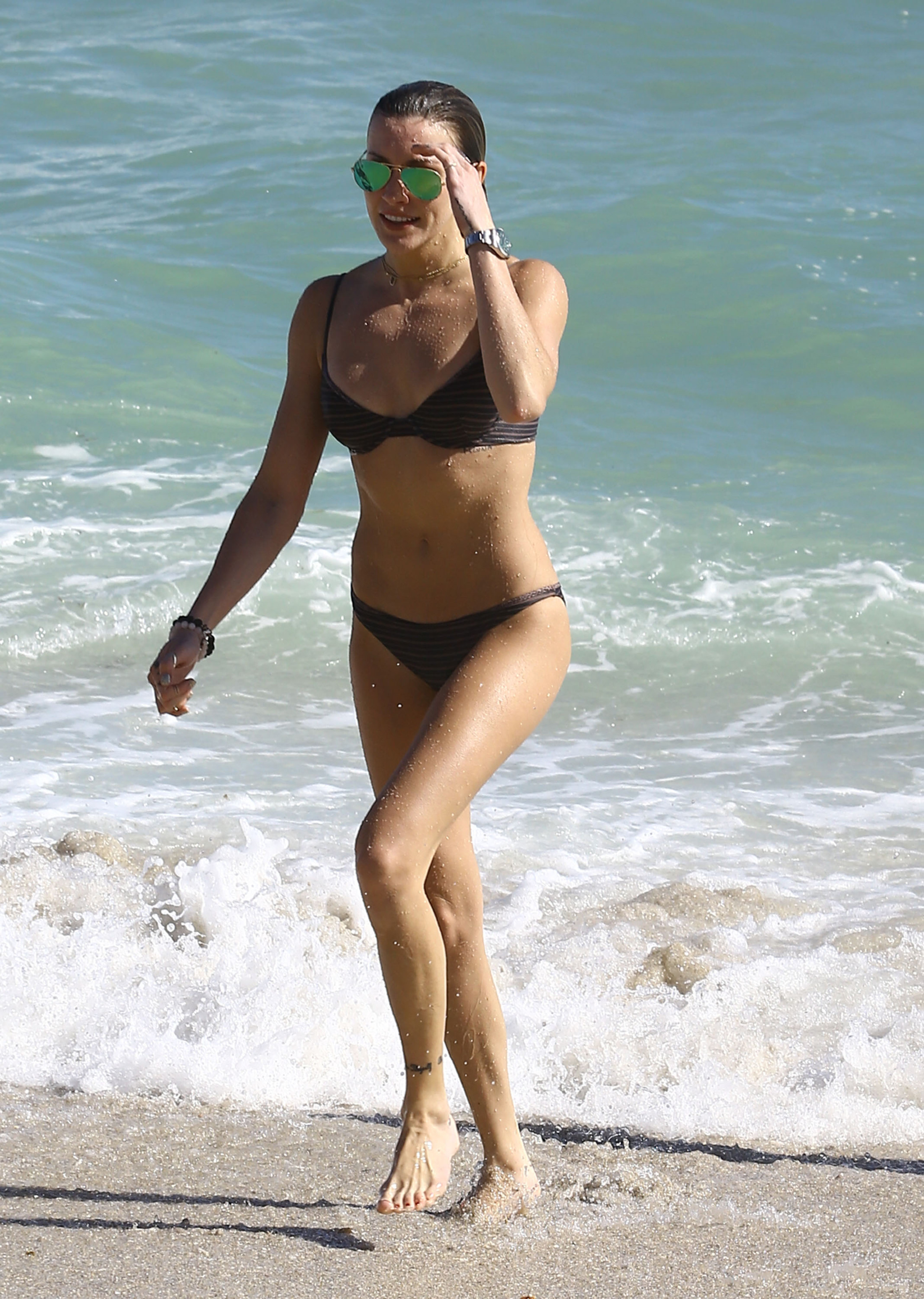 Katie Cassidy At The Beach In Miami 203299 Photos
